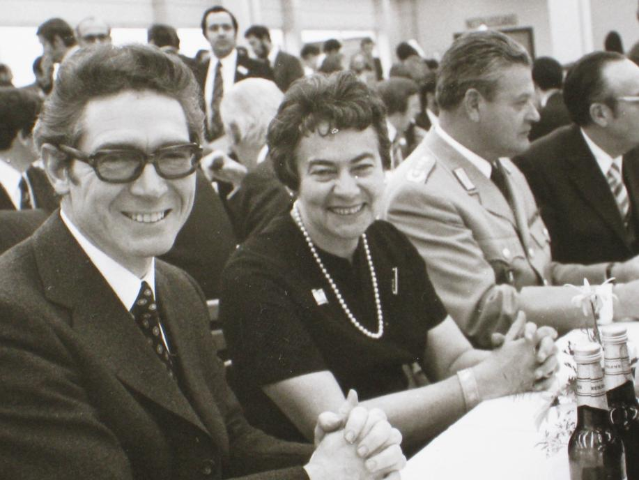 Else Kröner with Dr. Sinnwell celebrating the inauguration of the plant in St. Wendel in November 1974.